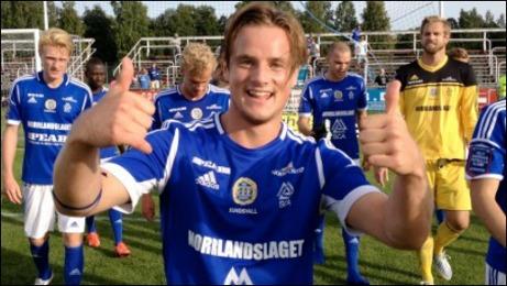 Eric Larsson avgjorde på klassisk fotbollmark när han gjorde 2-1 för GIF mot Degerfors på Stora Valla. Foto: gifsundsvall.se