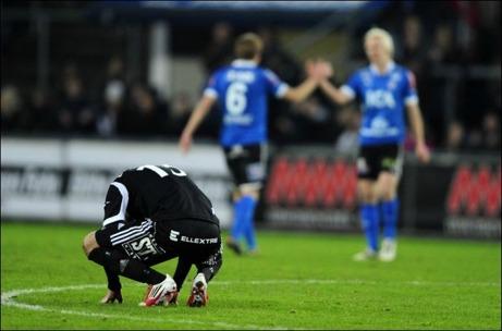 GIF Sundsvall fick en extra chans att hänga kvar i Allsvenskan men förlorade i kvalet mot Halmstads BK, som därmed tog GIF:s plats. På bilden deppar en hukande Robbin Selin.