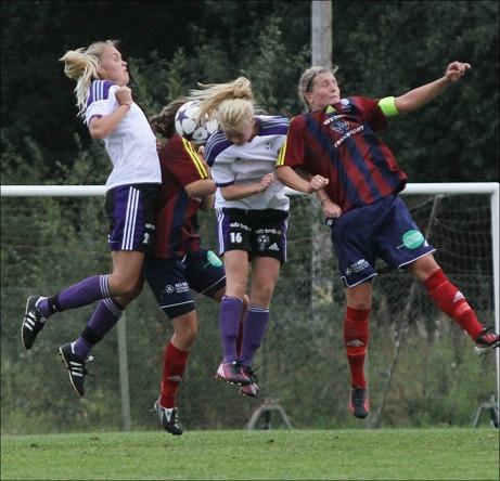 """Hoppla!!! Selånger (med bl a lagkaptenen Mikaela Björkholm, fick """"bara"""" 0-0 hemma mot Burträsk. Foto: Burträsk FF hemsida."""