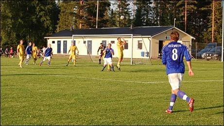 Matfors har fått upp ångan och vann våravslutningen på Holmvallen med 2-0. Foto: Kenth Åslin.