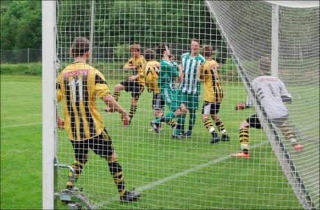 Nyförvärvet från IFK Timrå, Oscar Avehag, nickar in 1-0 för Ljustorp redan i den nionde minuten. Foto: Janne Pehrsson, Lokalfotbollen.nu.