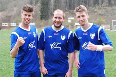 Nedansjös tre nöjda målskyttar efter 3-0-segern hemma på IP mot Sund 2. Från vänster Adam Kerfstedt, Fredrik Wiklund och Tomas Eriksson. Foto: Janne Pehrsson, Lokalfotbollen.nu.