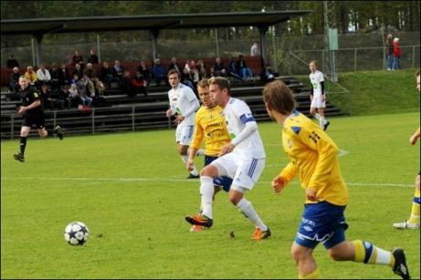 Simon Åberg och Söderhamns FF är klart för div. II-kval efter 5-0 mot IFK Timrå. Foto: Anders Tagg. Klicka på bilden för fler av Anders bilder från matchen.