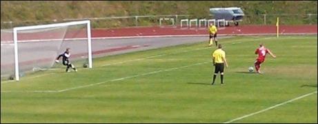 James Stewart comebackade i IFK Timrås mål och tog bl a en straff tidigt i matchen. Foto: Lars Hjort