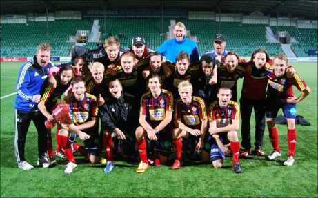 Selånger FK - distriktsmästare för herrar i Medelpad 2013. Foto: Janne Pehrsson, Lokalfotbollen.nu.