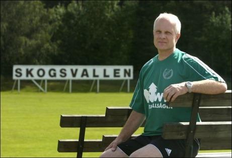 Östavalls IF starke man, Sten-Ingvar Fredlund, sitter nöjd efter att div. IV-laget tagit sig ända fram till DM-final. Foto. Mikael Engström.