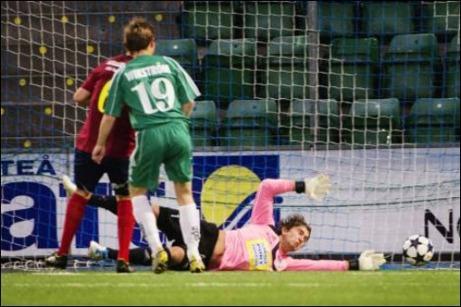 Andreas Wikström reducerade till 2-1 för Östavall och såg till att det blev lite spänning i matchen. I målet Christoffer Göransson. Foto: Evelina Ytterström (klicka på bilden för fler bilder).