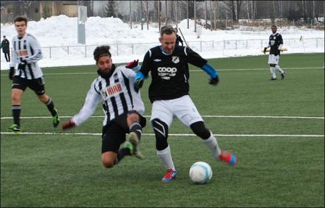 Mattias Thorsell klev ner och spelade en match med Ånges andralag - och givetvis gjorde han mål när ett tröttkört och skadeskjutet Ljunga besegrades med 4-0. Bilden ovan är emellertid från Ånge A-lags match mot Strand. Foto: Janne Pehrsson, Lokalfotbollen.nu.