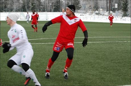 Edijs Ivasko nickade in Härnösands segermål mot Strand. Foto: Janne Pehrsson, Lokalfotbollen.nu.