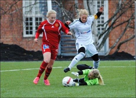 Alnös Paulina Byström rundar BIK-målvakten och gör 1-0 i den 26:e minuten. Foto: Fredrik Lundgren.