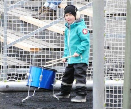 Alnö hade i alla fall en trumkille som gjorde sitt för att trumma hem segern till Alnö. Foto: Fredrik Lundgren.