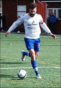 Lagkaptenen Dennis Marzouki sköt IFK Sundsvall till seger i slutminu-terna mot Essvik. Foto: Janne Pehrsson, Lokalfotbollen.nu.