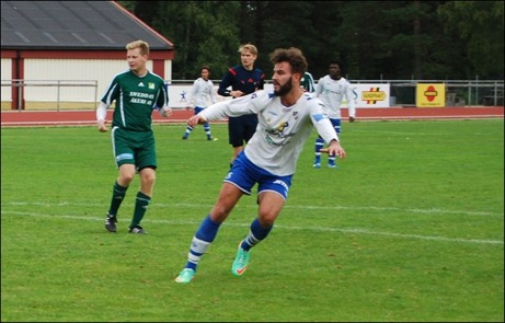Dennis Marzouki har precis dragit till direkt på Kevin Bergs inspel och 1-0 till IFK Sundsvall är ett faktum. Foto: Janne Pehrsson, Lokalfotbollen.nu.