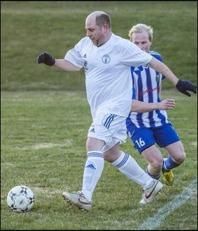 Peter Lind och hans lagkamrater i Indals IF tog sin första seger i årets serie i det trettonde försöket!