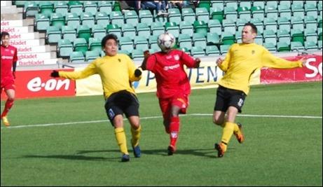 """Granlo ledde med 4-0 i paus men spelade huvudlöst (se bilden) i andra och det var nära att Sidsjö-Böle kom ikapp. Man var bara en """"strykare"""" utanför stolpen att nå 4-4 i söndagens träningsmatch. Foto: Janne Pehrsson, Lokalfotbollen.nu."""