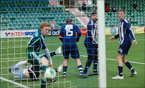 Kovland var nära att komma tillbaka i matchen en andra gång mot Lucksta men fick det här målet bortdömt för ruff på målvakten Linus Elfving. Foto: Janne Pehrsson, Lokalfotbollen.nu.