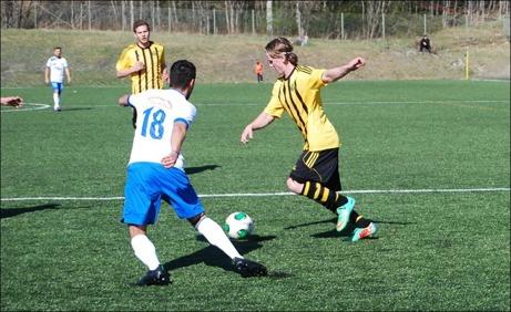 Nyförvärvet från Essvik, Daniel Johansson, var på hugget framåt och satte två fullträffar i sin div. III-debut. Foto: Janne Pehrsson, Lokalfotbollen.nu.