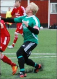Ex-allsvenske 40-åringen Patrik Eriksson-Olsson höll ihop Medskogs försvarslinje på ett bra sätt.