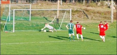 Christian Saastamoinen placerar in 0-2 på straff utom räckhåll för Martin Ålin som dock går åt rätt håll.  Sunds andra straff i matchen. Den första satte Jabob Melander i stolpen.