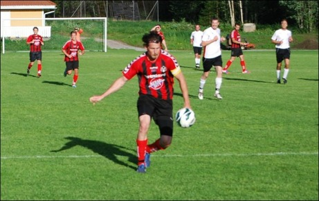 Olle Nordberg frispelad av Andreas Karlsson och i momentet senare gör han 2-0 via en Söråkerförsvarare som misslyckas att stoppa bollen på mållinjen utan styr in den i eget mål.