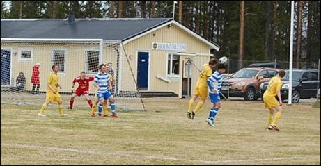 Gräspremiär på Holmvallen - och hemmaseger med 4-1. Foto: Kenth Åslin.