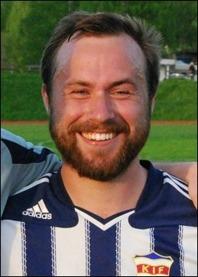 Jens Olsson stängde matchen med sitt 2-0-mål. Foto: Janne Pehrsson, Lokalfotbollen.nu.