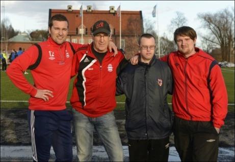 Familjen Carlsson styr Stöde IF. Från vänster spelaren Anders, ordf. och pappan Göran, allt-i-allon Jens och tränaren Martin. Foto: Robin Nordlund, ST.