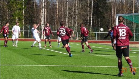 Ånges spelande tränare, Benny Matsson, nickade in 1-0 mot Teg i hemmapremiären. Foto: Ulf Stecksén, Ånge.