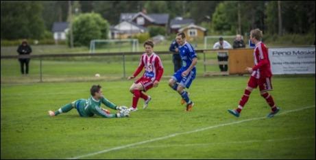 Rengsjö och Avesta spelade 3-3 i en match där bortalaget ledde med 3-0 men fick nöja sig med kryss. Domare i matchen var Victor Grönlund från Sundsvall. Foto: Niklas Hagman.