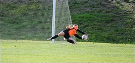 Emma Häggberg höll nollan mot Härnösands SK när Alnö IF vann med 2-0. Foto: Fredrik Lundgren.