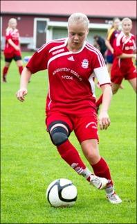 Clara Högbom gjorde hattrick när Stöde säkrade seriesegern i Damtrean via 7-0 mot Selånger 3 hemma på IP inför 120 åskådare. Foto: Linda Sjölén.