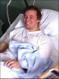 För ett och ett halvt år sedan skickade en Kramforsmålvakt Dennis Moberg till den här sjuksängen. Ikväll var han tillbaka på fotbolls-planen och vilken comeback! Seger, tvåmålsskytt, ett assist och bäst på planen. Välkommern tillbaka!