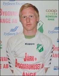"""Andreas Modén var tungan på vågen när Fränsta besegrade gästande IFK Sundsvall 2 med 5-3. """"Modde"""" prickade egenhändigt in fyra av dom fem fullträffarna."""