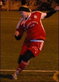 Clara Högbom gjorde visserligen bara ett av målen men var planens bäster spelare och låg bakom flera av Stödes mål i 9-0-segern mot Alnö 2. Foto: Janne Pehrsson, Lokalfotbollen.nu.