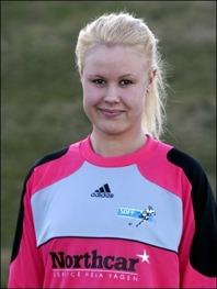 Caroline Dahlberg är inte bara en duktig målvakt. Hon är en målfarlig utespelare också. Två baljor mot Selånger bekräftar det.