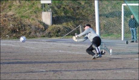 Jimmie Nordbergs frispark smiter in under Peter Rönnqvist vilket blev matchens enda mål. Foto: Fredrik Lundgren. (Fler bilder från matchen längre ner på sidan).