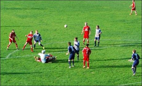 ...och Victor Svedberg kan behärskat lyfta in 1-1.
