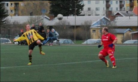 Yllmen Ramosaj gav Granlo ledningen redan i den andra minuten mot Kuben 3. Här har han läge för mer men blir avvinkad för offside. Foto: Janne Pehrsson, Lokalfotbollen.nu.