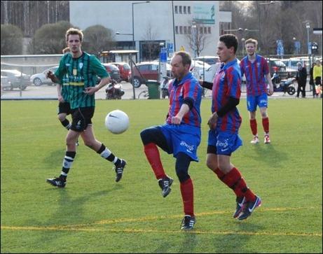 En få glädjeämnen i Selånger. Inhoppande 49-åringen Per-Andersson Andersson. En gång i tiden stolt bärare av Hassels dress och nästan hade kunnat varit farfar åt SFK:s yngsta spelare.