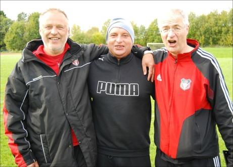 Granlo BK:s ledartrojka. Fr v tränarna Bo Hägg och Nermin Zulovic och till höger lagledaren Jonas Wallvik.