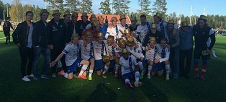 IFK Timrås herrar gjorde som damerna - vann sin serie 2015. Lokalfotbollen gratulerar