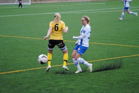 Pernilla Lundgrens IFK Timrå föll hemma i premiären mot tippade topplaget Notvikens IK med 1-3. Foto: Fredrik Lundgren, Lokalfotbollen.nu.