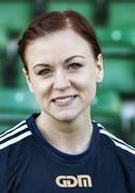 Pernilla Wennman har besegrat cancern. Nu skall hon vinna på fotbollsplanen med Kovland också.