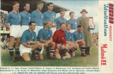 Malmö FF leder den allsvenskan maratontabellen. På bilden ovan syns klubbens första svenska mästare av årgång 1943/44.