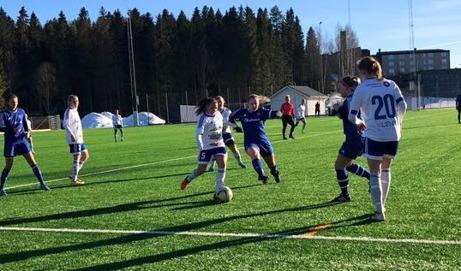 Heffnersklubban premiärspelade hemma på Nya HK-vallen för säsongen genom att spela 1-1 mot Iggesund. Foto: Heffnersklubbans BK: