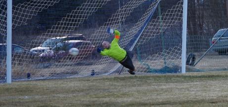 Alexander Hasselmalm räddar Johan Engströms straff då Nednasjö ledde med 1-0.