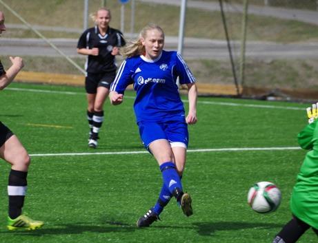 Sanna Bergström Älmqvist öppnar målskyttet för Heffnersklubban mot Härnösand. 6-0 blev det till slut. Foto: Lokalfotbollen.nu.