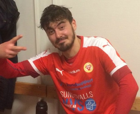 Rasmus Bouvin var en nöjd tvåmålsskytt efter Sunds 2-0-seger mot Essvik. Men det blev onödigt spännande sedan Njurundalaget reducerat till 2-1.