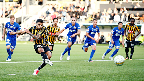 Ahmed Yasin sätter 1-0 för Häcken på straff mot GIF Sundsvall. Yassin satte sedan även 2-0 i slutet av matchen. Foto: SvFF