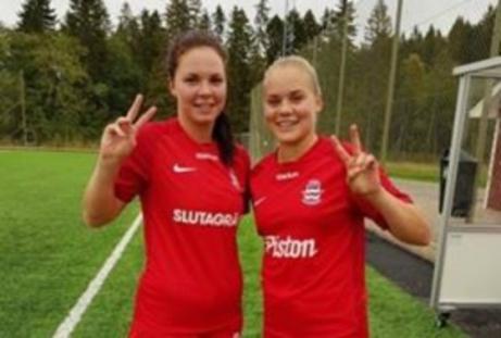 Stödes anfallsess Anna Edin och Clara Högbom delade på skytteligatiteln på 39 mål vardera. Foto: Linda Malmström, Lokalfotbollen.nu.